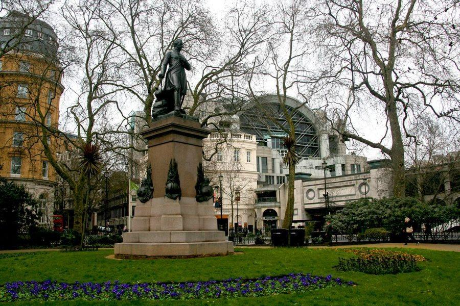 On the Trail of Charles Dickens - A Self-Guided Tour with GPSMYCITY through London - Westminster Abbey