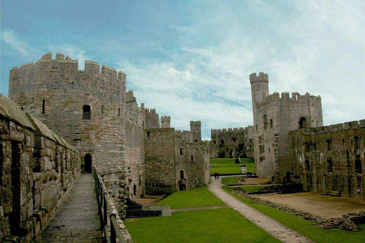 findyourepic visiting caernarfon castle on our weekend trip to snowdonia - Chamberlain towerl