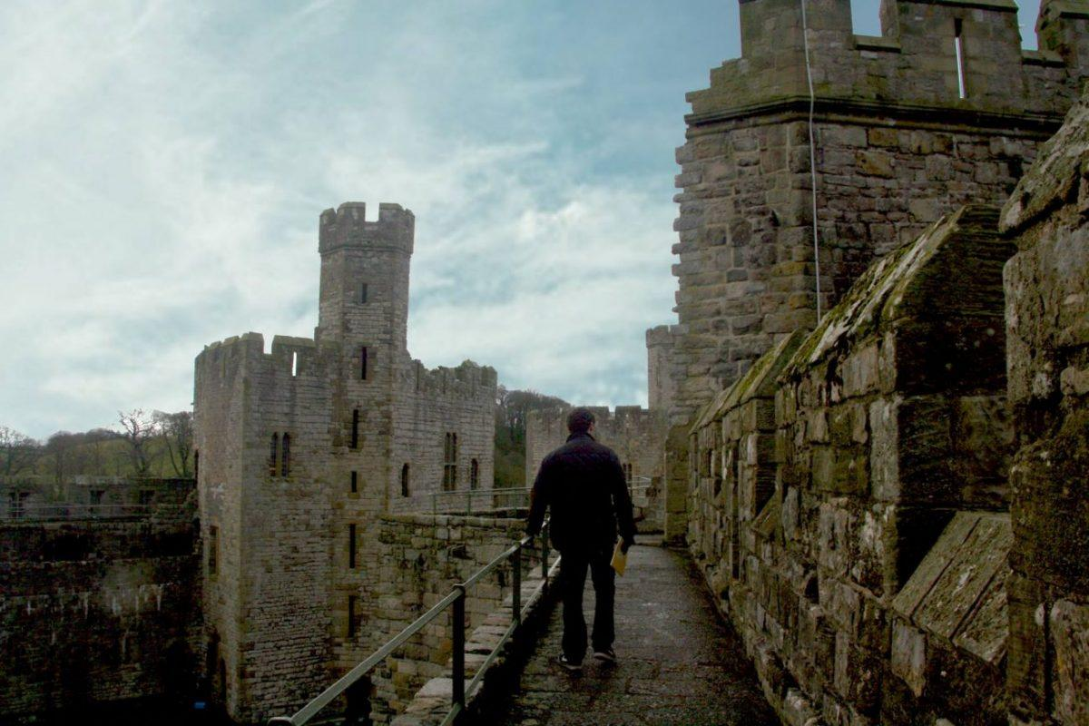 findyourepic visiting caernarfon castle on our weekend trip to snowdonia - walkwayl