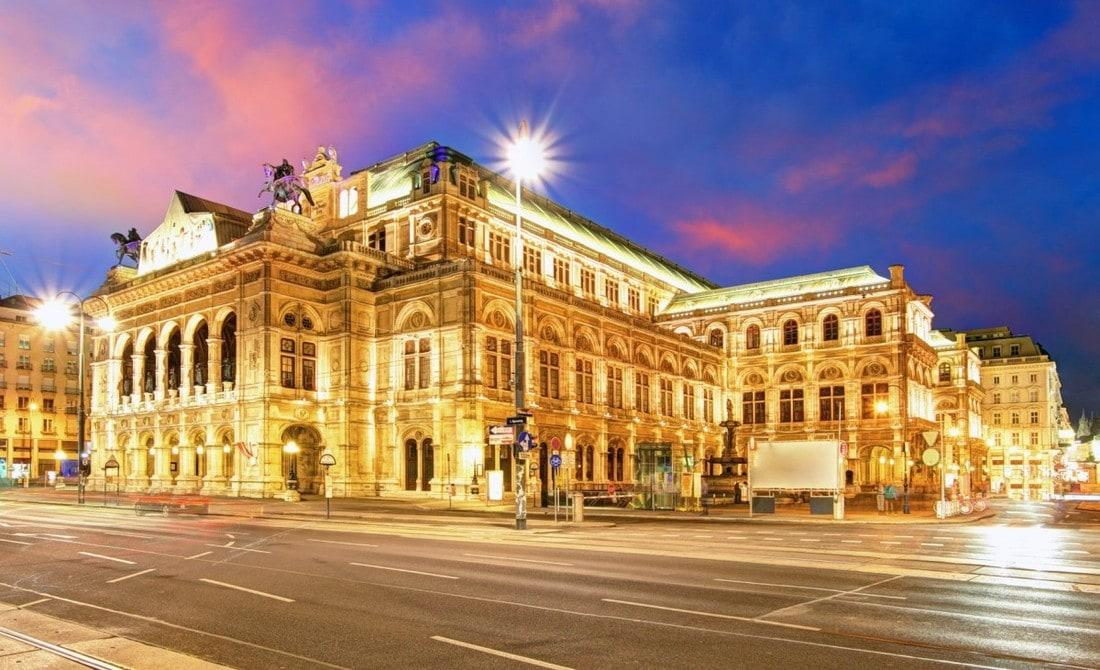 BUY A STANDING TICKET FOR THE VIENNA OPERA
