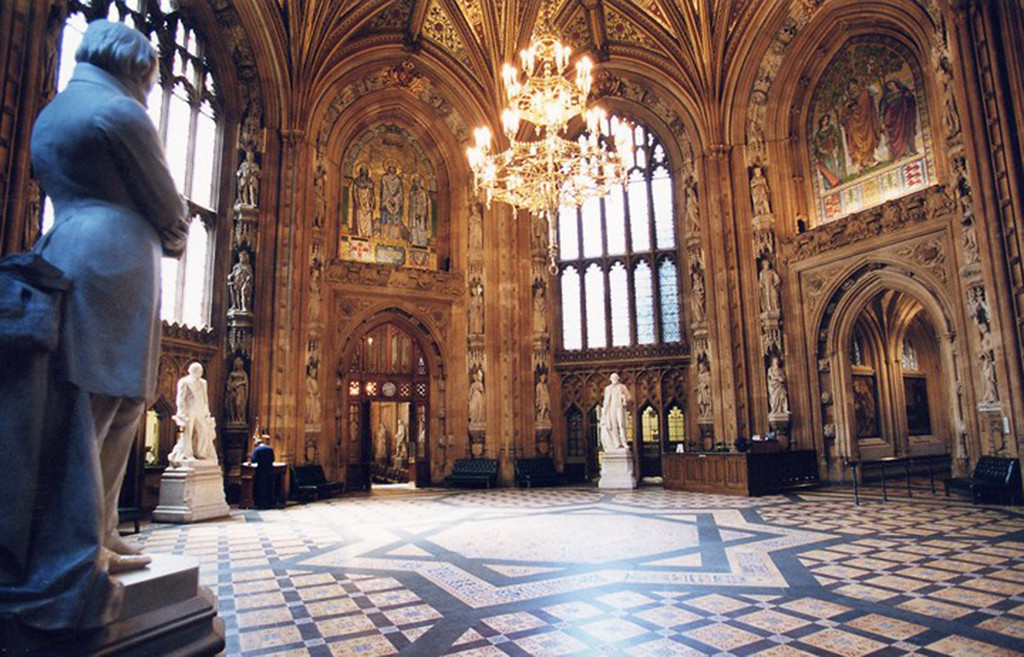 the central lobby room in the houses of parliament in london