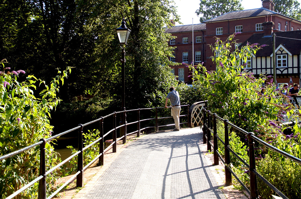 bridge over the wey navigation in guildford