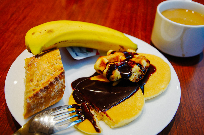 pastries and banana for breakfast at Shiba Park Hotel in Tokyo